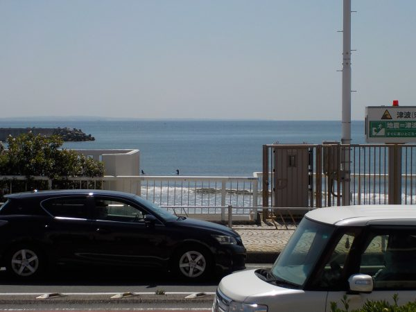 風はひんやり東風! 波は厚めでワイド!